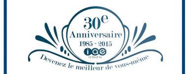 30ans de l'IAE, affiche sur fond blanc avec graphisme bleu ( cercle et arabesques)