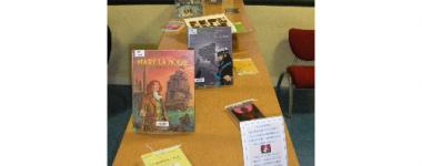 Photographie d'une partie de l'expo de livres Lire autrement présentée sur une table