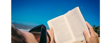 Photographie d'un lecteur sur la plage