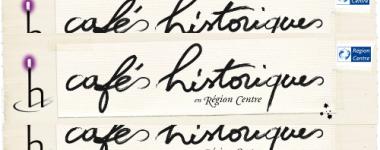 logo des cafés historiques, écriture manuscrite noire sur fond velin, 3 tâches d'encre noire, le logo de la région centre en haut à droite
